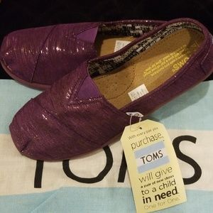 TOMS purple girls size 4